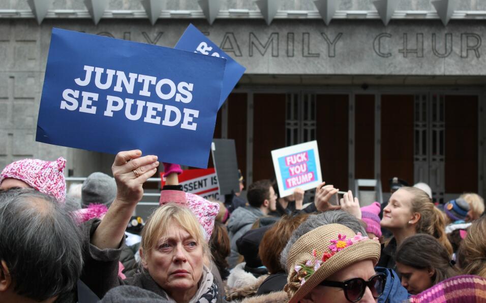 """""""Juntos se puede"""" fue uno de los letreros en español en esta m..."""