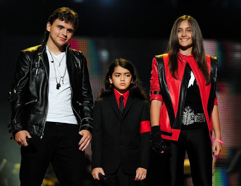 En el 2011, lució una chaqueta como las que popularizó su padre en la dé...