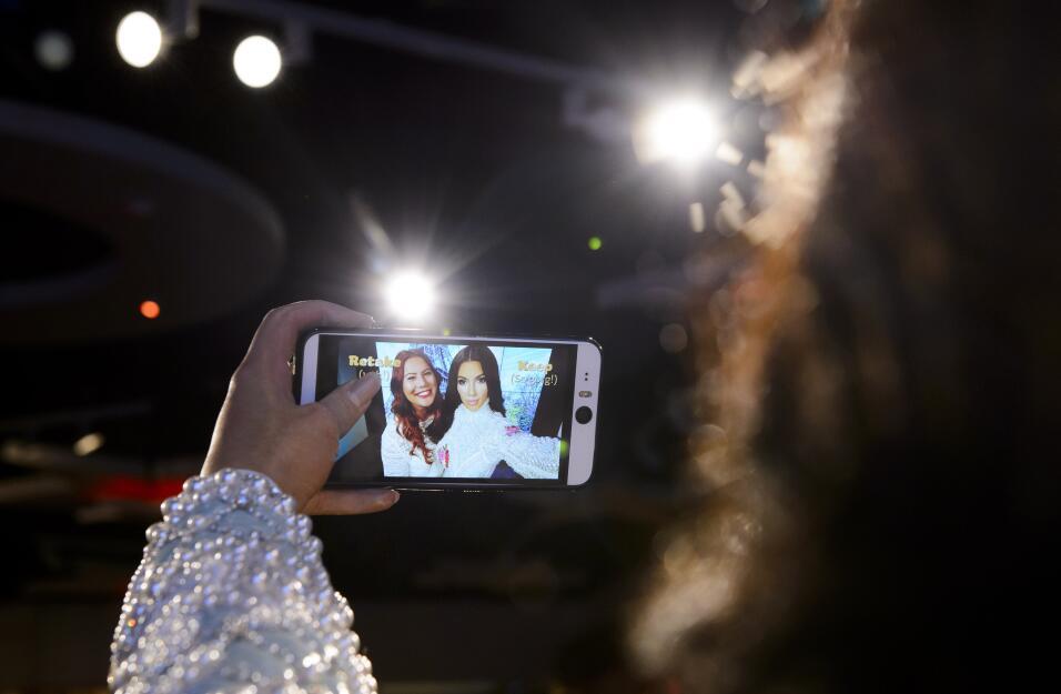 Kim y su figura saca selfies