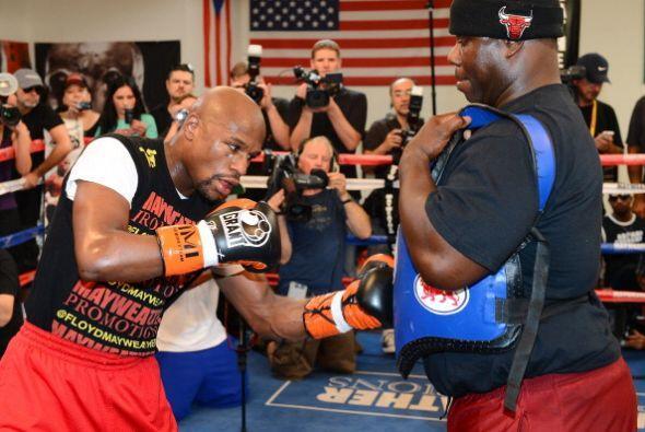 Mayweather Jr. se dio tiempo para hablar de la pelea contr 'Canelo' y de...