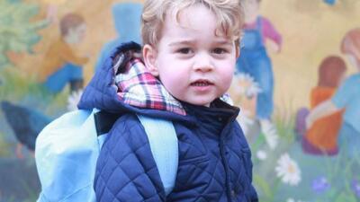 Así posa el príncipe George para su quinto cumpleaños
