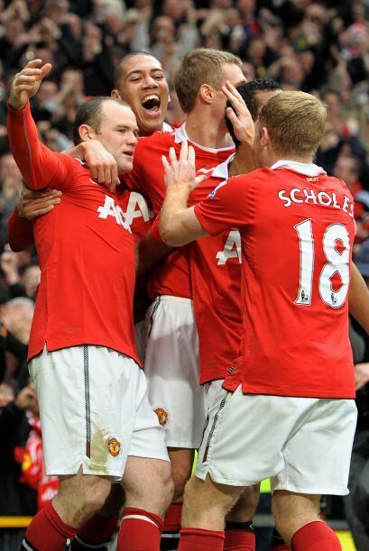 Rooney y sus compañeros festejaron con locura el triunfo, 'chicharito' s...