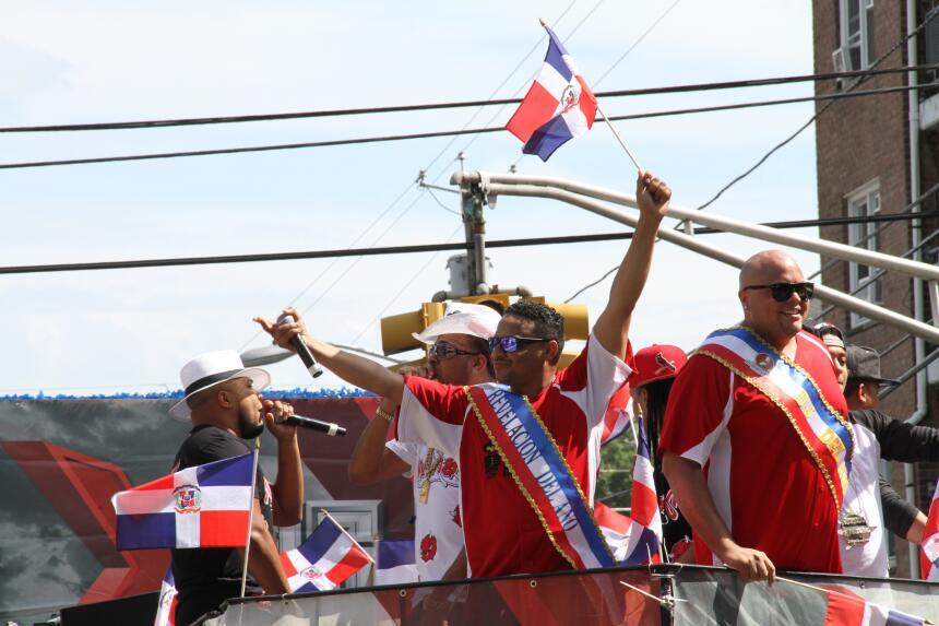 Celebra La X en el Desfile Dominicano en NJ IMG_1869.JPG