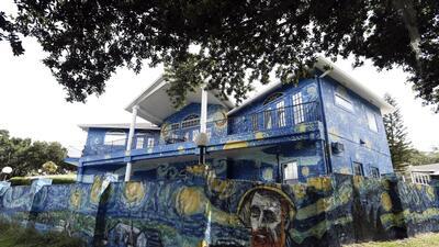 Los dueños de una casa en Florida multados por pintarla como un cuadro de Van Gogh recibirán $15,000 como disculpa