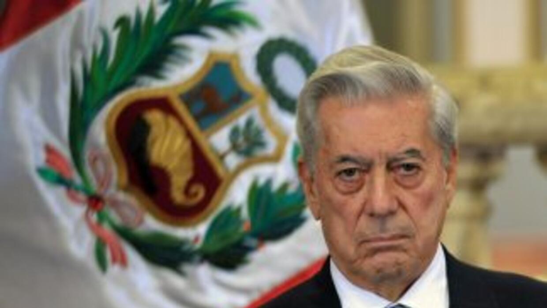 El premio Nobel de Literatura, Mario Vargas Llosa apoya al candidato izq...