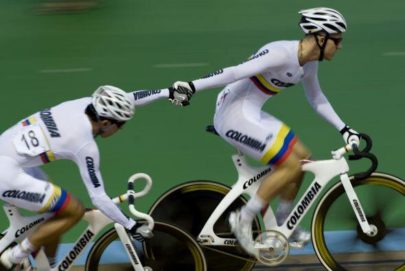 El colombiano Weimar Roldan se impuso en la final de carrera por puntos...