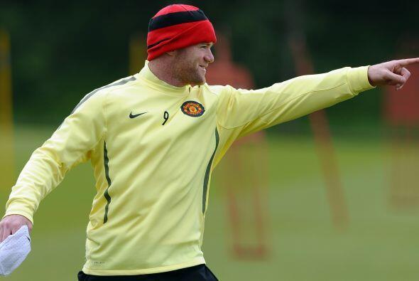 Rooney no para de dar indicaciones a sus compañeros.