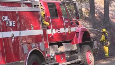 Bomberos combaten un nuevo incendio en el condado El Dorado, varias familias han tenido que evacuar