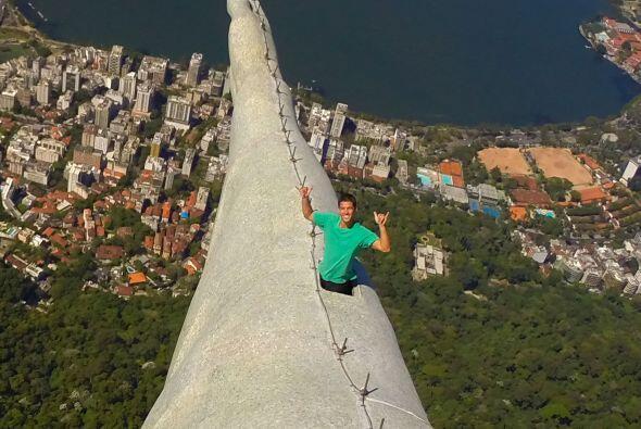 """""""He estado tomando selfies en lugares poco usuales desde agosto de 2012,..."""