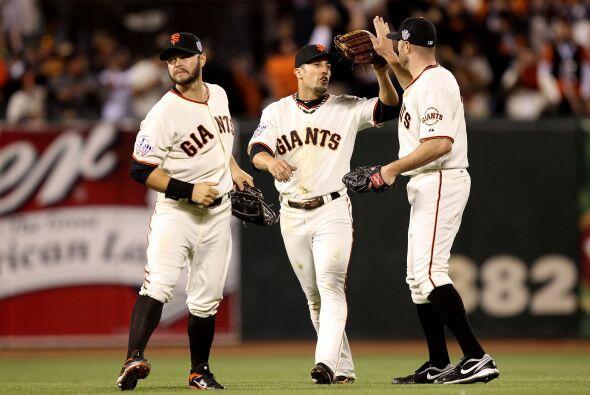 Así, los Giants de San Francisco pegaron primero y tomaron ventaja de 1-...