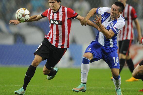Xavier Etxeíta defensor central del Athletic de Bilbao ha realiza...