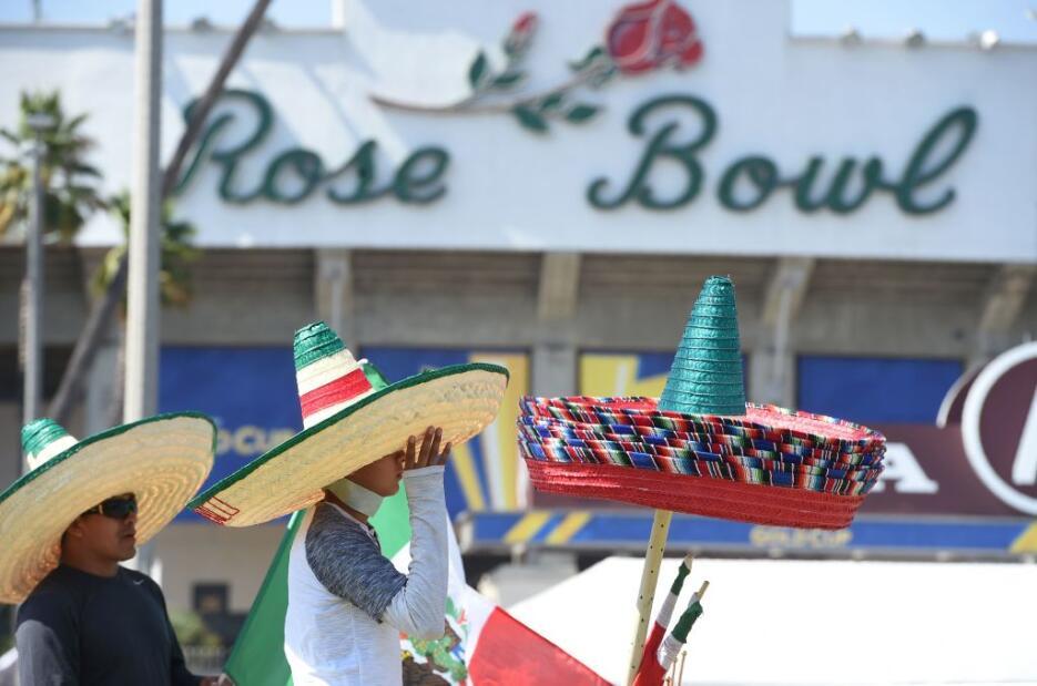 Aficionados mexicanos y jamaiquinos fueron a animar a sus equipos en el...