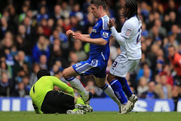 Petr Cech tenía sin goles su arco, en un partido en el que pasaba pocos...