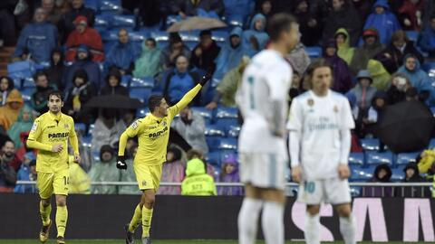 Cristiano y Modric esperan cabizbajos el reinicio tras el gol visitante.