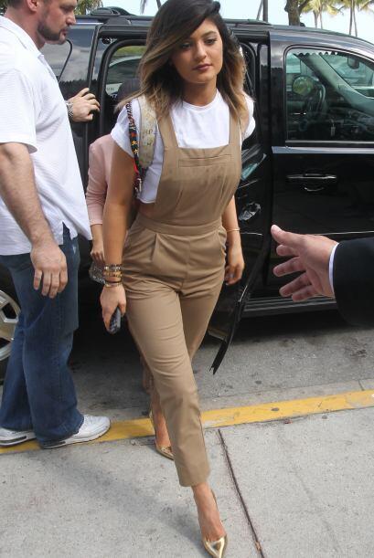 Las hermanas Kardashian llegaron a Miami.  Mira aquí los videos más chis...