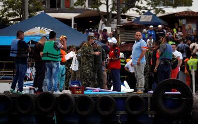 Naufragio de embarcación turística en Colombia cobró la vida de varias p...