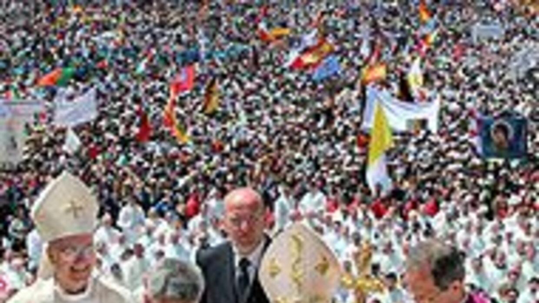 Medio millón de personas asistió a la misa celebrada por el Papa en Fáti...