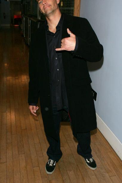 Walker bromeando en un evento de MTV también en febrero de 2006.