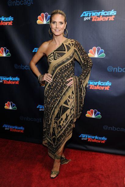 ¿De qué tribu sacó Heidi Klum su vestimenta? Porque está para devorarla...