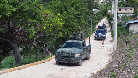 Militares mexicanos realizan un operativo en la zona de Chilapa de &Aacu...