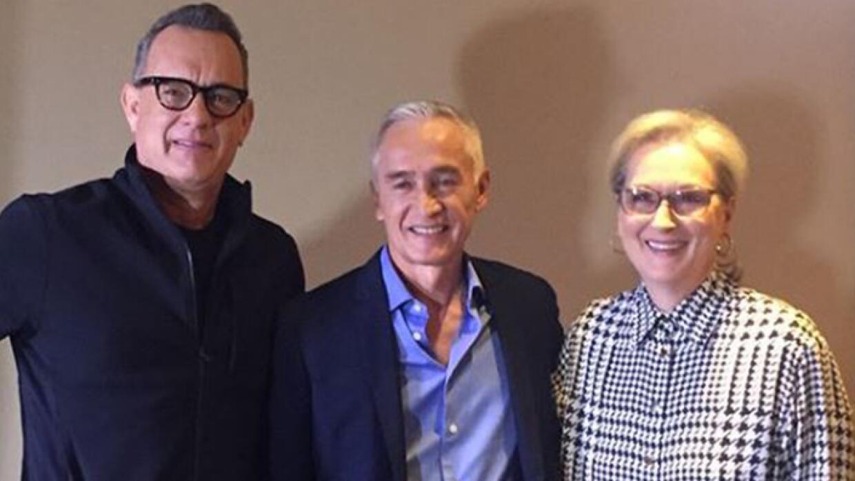 Tom Hanks, Jorge Ramos y Meryl Streep, durante al entrevista sobre la pe...