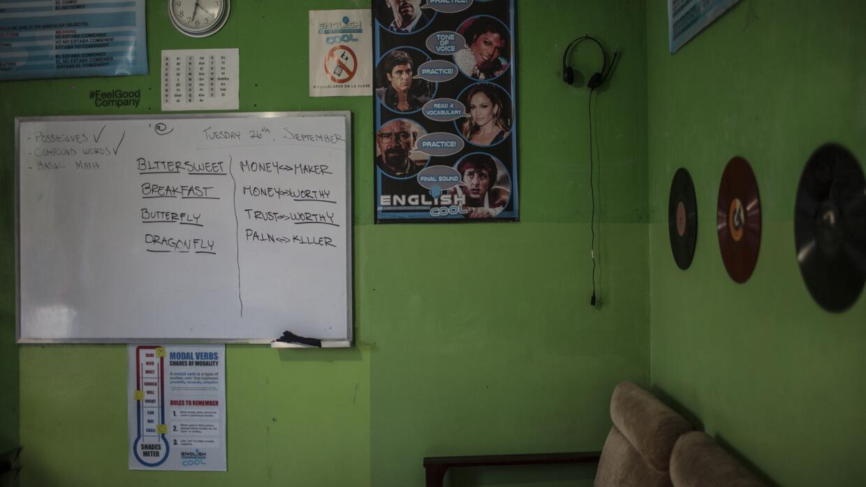 A fines de 2014 Eddie Anzora comenzó a enseñar inglés en su casa. La esc...
