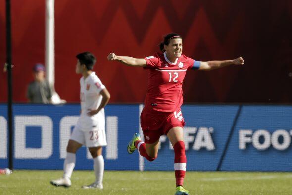 CHRISTINE SINCLAIR (CAN) | Capitana de la selección canadiense, quien ad...