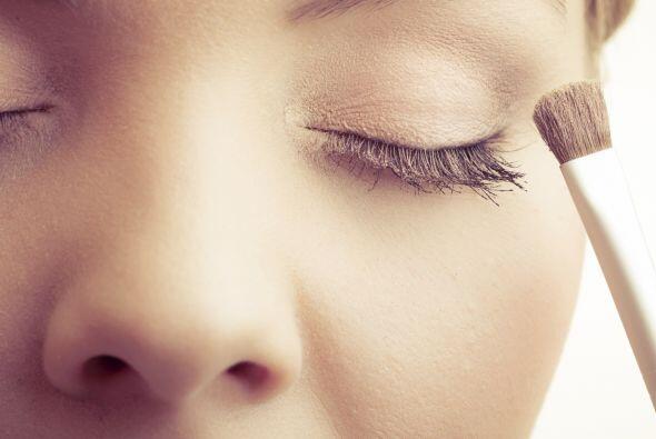 'Don'ts'. No acumules capas de maquillaje: evita las bases que en contac...