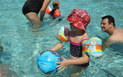 Medidas de seguridad para fiestas en la piscina
