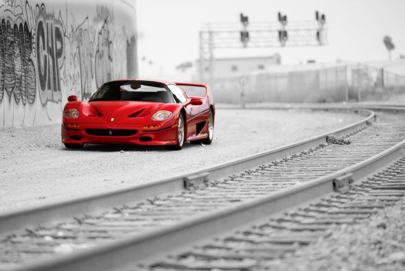 El Ferrari F50 es un súper deportivo producido con motivo de los cincuen...