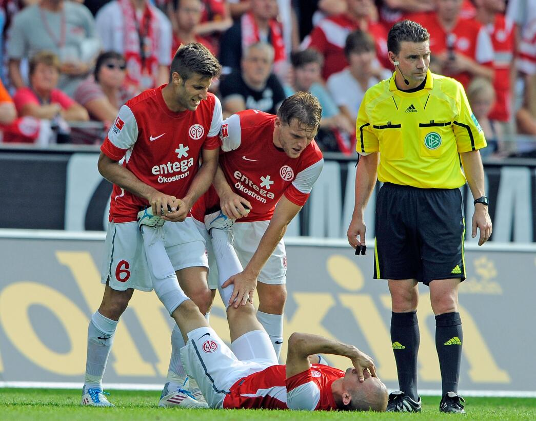 Lesiones escalofriantes en el fútbol mundial gettyimages-124723563.jpg