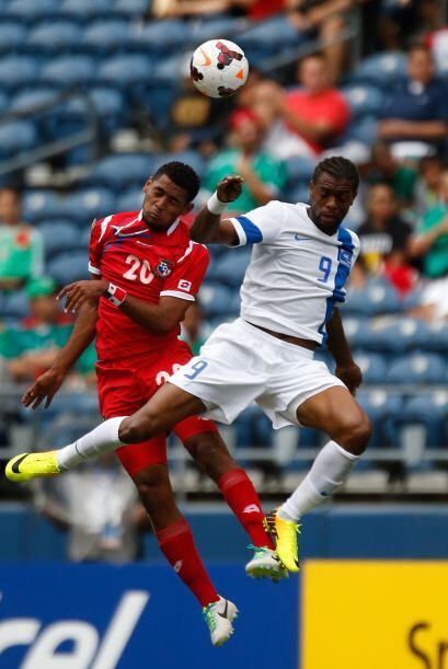 Desde el arranque del partido tanto Panamá como Martinica lucharon con t...