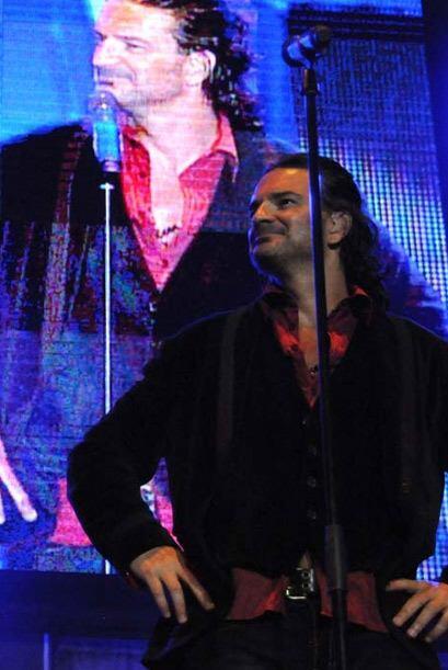 Los coros de más de 40 mil personas hicieron que Ricardo guardara...