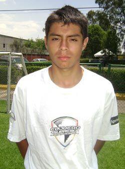 Jessie Medina es la estrella del equipo de su escuela. El fútbol es su a...