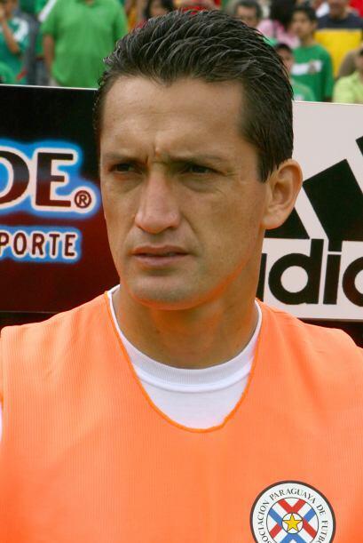 En Paraguay el legendario Aldo Bobadilla regresó al balompie guar...