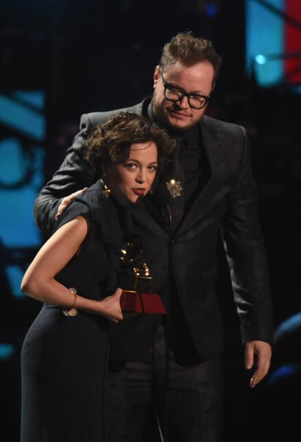 La cantautora mexicana Natalia Lafourcade recibió el galardón a Mejor Gr...