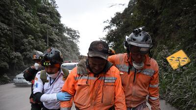 En fotos: La desesperada búsqueda de sobrevivientes de la erupción del volcán de Fuego en Guatemala