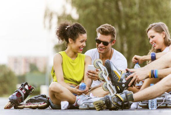 Sobre ruedas. Invita a tus amigos a hacer ejercicio de la manera m&aacut...