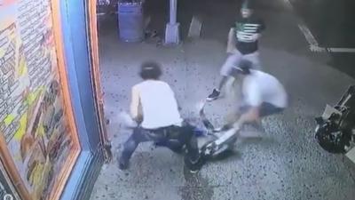 Registrado en video el asesinato de un adolescente a cuchilladas y machetazos