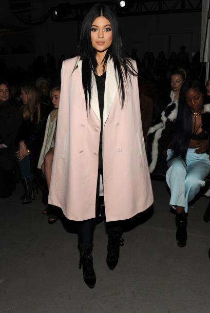Kylie Jenner no sólo apoyó a su hermana y cuñado, sino que también le ec...