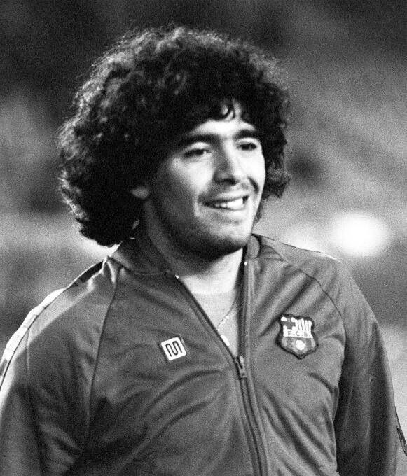 Cuando fue comprado por el Barcelona desde Boca Juniors, Diego Maradona...