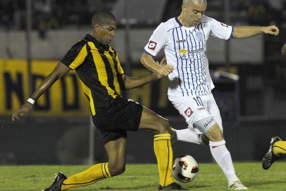 El desafortunado defensor de Peñarol Rodríguez anotó en su propia porter...