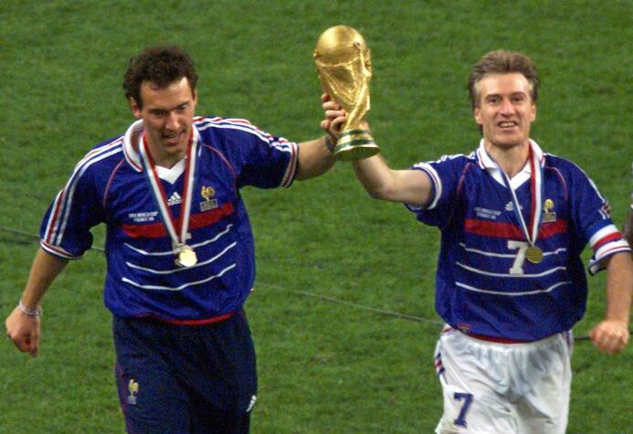 Laurent Blanc (Francia) - como jugador, formó parte del equipo que se co...