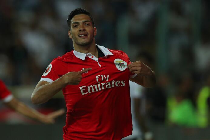 El mexicano Raúl Jiménez no ha podido lograr un puesto en la titular del...
