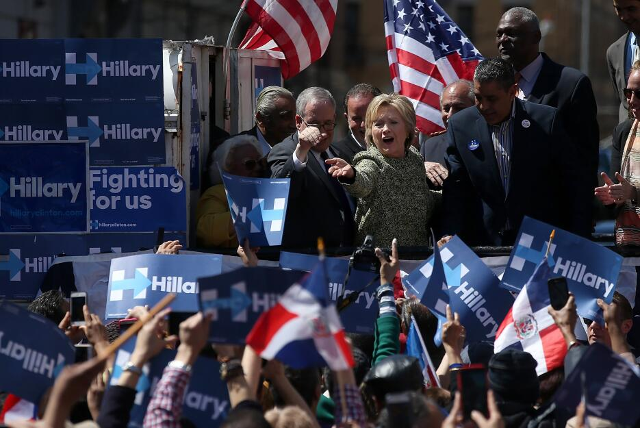 Y mientras tanto, Hillary Clinton bailaba merengue en Washington Heights.