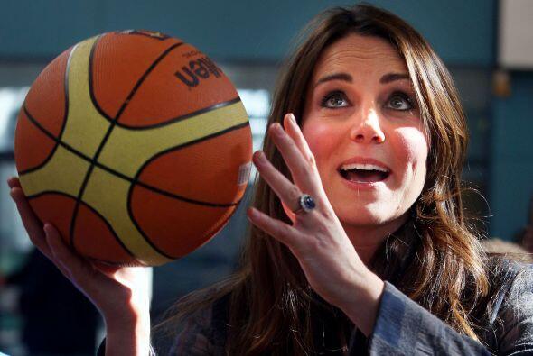 4 de abril de 2013  La duquesa juega baloncesto en el Donald Dewer Leisu...