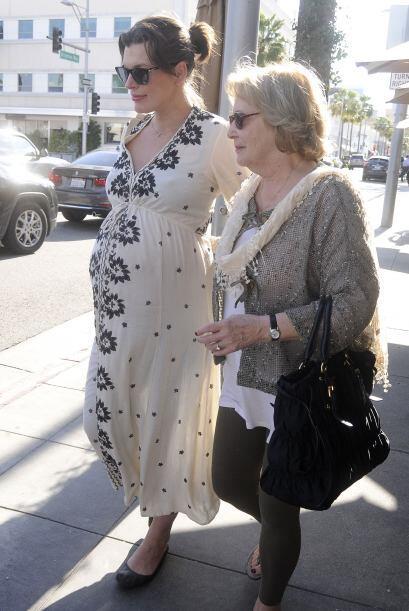 Madre e hija continuaron su recorrido.