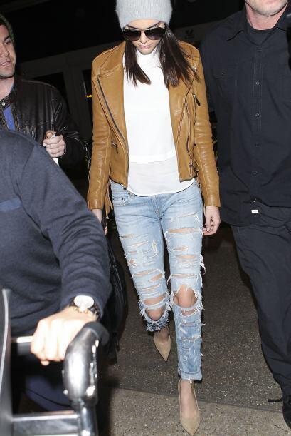 Usar 'ripped jeans' y combinarlo con 'stilettos' no es tarea fácil, pero...