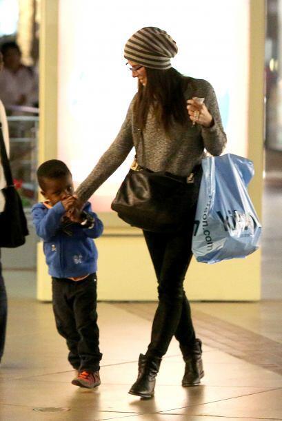 ¡Mira cómo la adora el nene! Mira aquí los videos m&...