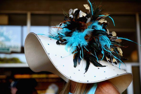 Y por supuesto, un desfile de sombreros de todo tipo, como ya es tradición.